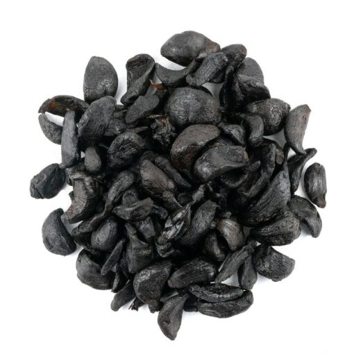 Zwarte knoflook gepeld